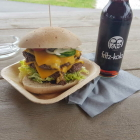 Foto zu Rötzer's Foodtruck: doppelter Cheeseburger