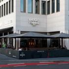Foto zu QMUH · Burgergrill · Steakhouse · Stuttgarter Tor: Außenansicht mit Terrasse
