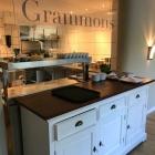 Foto zu Grammons: Pass mit Blick in die Küche