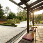 Foto zu Teehaus im Japanischen Bonsaigarten: Teehausplätze mit Ausblick auf den japanischen Garten