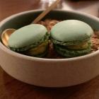 Foto zu Coeur D'Artichaut - Restaurant: mit Curry-Ganache gefüllte Macarons