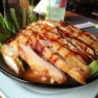 Foto zu Duli: Udon-Nudeln mit Gemüse und gebratenem Hühnerfleisch