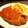 Schnitzel Wiener Art mit Paprikasauce