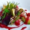 Schwertfisch-Ceviche mit Johannisbeeren und Avocado