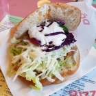 Foto zu Urfa Kebaphaus: Falafel im knusprig aufgebackenen Fladenbrot mit Salat und Soße. Gut für € 3,50.