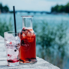 Foto zu Holly's | Restaurant & Café: Holly's | world food & lifestyle: genieße die berühmten Holly's-Limonaden auf unserer Terrasse.