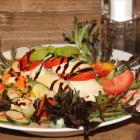 Foto zu Gaststätte ZUM REITERHOF: Salat Hähnchen Tomate Mozzarella