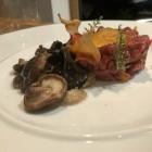 Foto zu Schuberts Brasserie: Beeftatar mit Variation von Pilzen und Schwarzbrot
