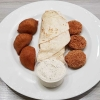 Kibbe, Falafel, Fladenbrot, Sauce