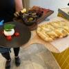 Burrata mit div beilagen, Rostbrot mit Birnenspalten und Gorganzola
