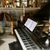 Das Klavier im Eingangsbereich.