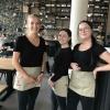 Die hübschen und aufmerksamen Service-Damen