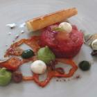 Foto zu Villa Glanzstoff: Irish Hereford Prime Beef Tatar – geschmolzene Tomate – Avocado