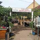 Foto zu Restaurant Dimi und Maxi: Eingang zum Biergarten