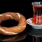 Foto zu TAM's Bistro + Kiosk + DHL Paketshop: Simit (Sesam-Kringel) mit Tee