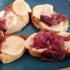 Foto zu Restaurant Fachwerk: Bruschetta mit gratiniertem  Ziegenkäse und Zwiebelconfit