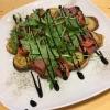 Kartoffelwaffel mit Rinderschinken, Kirschtomaten, Rucola und Balsamico-Sauce,