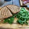Sandwidch mit Brie und Gurkensalat