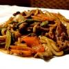 Gebratene Udon mit Rindfleisch