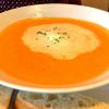 Tomatencremesuppe (das verlaufene Häubchen ist meine Schuld, siehe Kritik....)