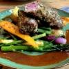 Kräuter-Lammrücken mit Kartoffeln, Gemüse & Jus