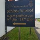 Foto zu Restaurant - Cafe Schloss Seehof: Hinweisschild