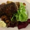 Rumpsteak vom Pommerschen Weiderind, dazu ein Schalotten-Champignon-Ragoût und Rosmarinkartoffeln