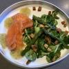 Hausgebeizter Lachs / Dillsenfsauce / Grünspargel-Feldsalat / Kartoffeldressing / Croutons