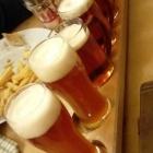 Foto zu Hausbrauerei Altstadthof: 1 Meter Bier