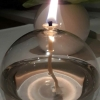 Teelicht am Tisch