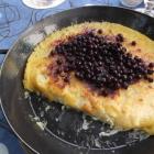 Foto zu Gaststätte Thiele-Schenke: Erzgebirgische Spezialität :Buttermilchgetzen mit Blaubeeren