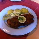 Foto zu Landgasthof Fischer Veri: Schnitzel Wiener Art mit Spargel