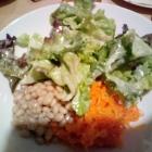 Foto zu Gaststätte in der Domhof Hausbrauerei: gemischter Salatteller