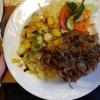 Rostbrätel  mit Zwiebeln und Röstkartoffeln für 8,70 €