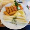 """Schweinesteak """"ou Four""""-mit Würzfleisch und Käse überbacken, dazu Spargel und Gemüse und Kroketten für je 10,70 €"""