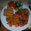 Putenschnitzel mit Zwiebelkruste, Gemüse und Kroketten für 10,50 €