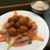 Gebackenen Sesamhuhns mit süß-saurer Soße (kleine Portion).