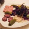 Crudités mit Pâté und Saucisson