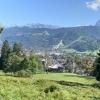 Kriegerkapelle, dahinter Garmisch mit den berühmten Sprungschanzen