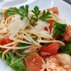 Foto zu Café-Restaurant ANNO 1900: Ganz schwache Spaghetti mit Wildfang??Garnelen, Tomaten, Rucola und Parmesan