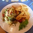 Foto zu Café Restaurant Zur Kugelsburg: Steak vom Angus-Rind mit Champignons, Zwiebeln, Sauce Hollandaise und American french fries