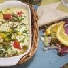 Schafskäse, geschmolzen mit Oliven und Paprika überzogen