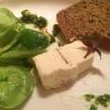 Getrüffelter Brillat Savarin mit Feldsalatpesto und Pinienkernen