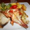 gegrilte Fische mit gebratene Kartoffeln