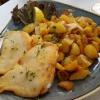 Seelachsfilet mit Remouladensauce und Bratkartoffeln