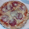 Pizza Salami mit Knoblauch