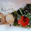 Jakobsmuschel und bunter Salat