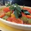 Gebackener Feta unter mediterranem Gemüse