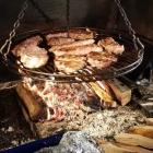 Foto zu Flugplatz-Gaststätte: Fleisch vom Buchenholzfeuer