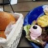 """Vorspeisenteller """"Troja"""", serviert mit frischem Brot"""